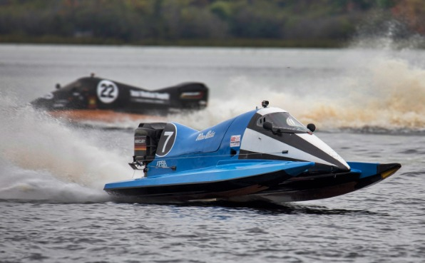ProTunnel 1 speedboat speeds around a bouy and takes the lead
