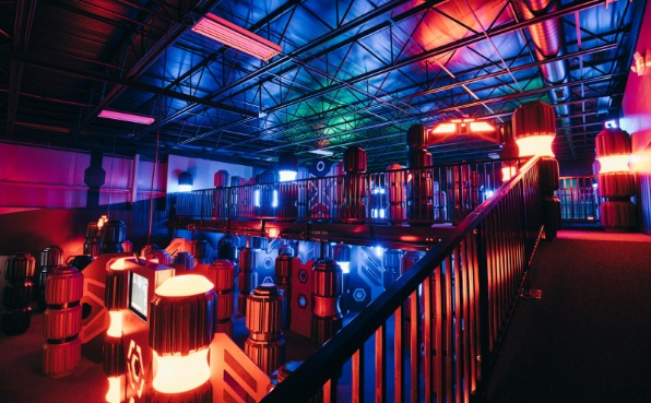 WOW Family Entertainment Center laser tag room